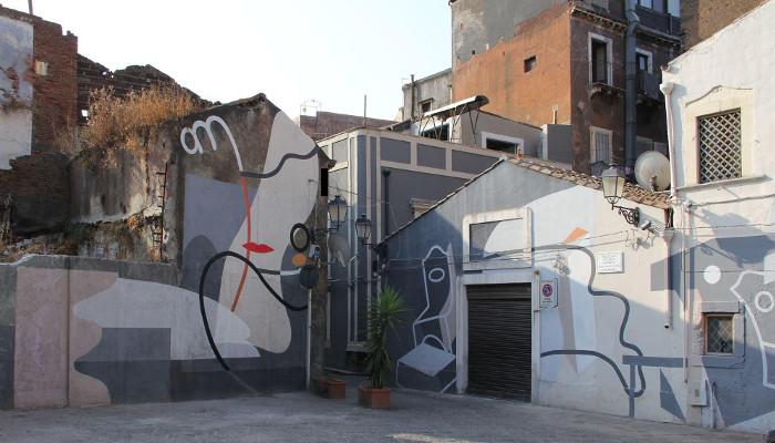 Un'opera murale di Gue